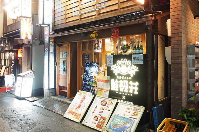 おしゃれな外観、晴れた日は店内が見渡せるオープンなお店。