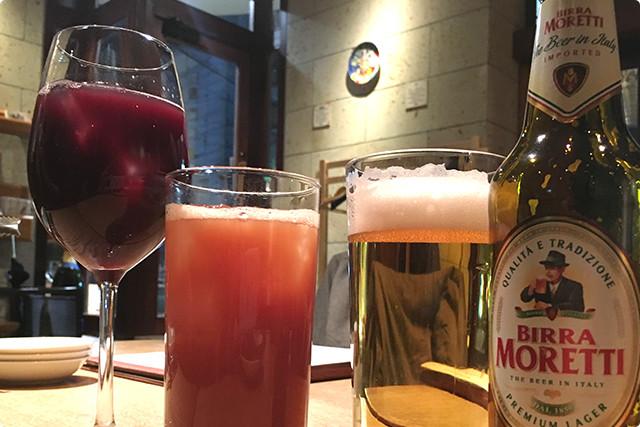 左から「自家製サングリア(赤)」「カシスオレンジ」「本日のイタリアビール」