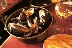 【Pinze Loca】Mussels and potato fries party in Sangenjaya! (Shibuya area, Tokyo!!!)