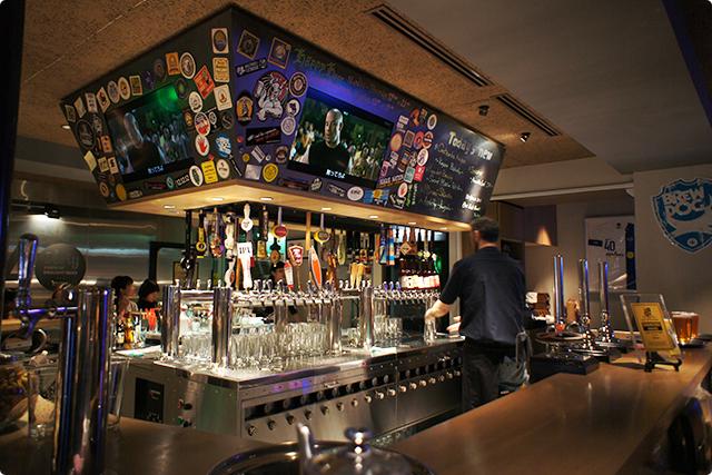 なんとこのお店では世界各国のクラフトビールが40TAPも用意されているんです!