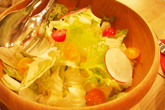 ボリューム満点のシンプルサラダ
