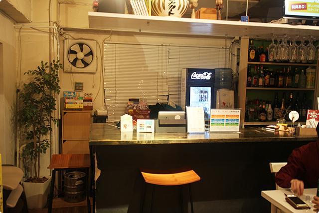 お店はカジュアルでラフな雰囲気。好きに飲んで遊んで楽しんでね!というかんじです。