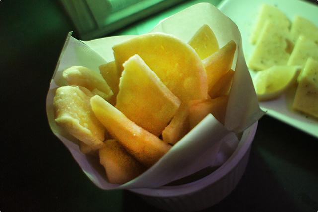 フェッテ…ヒヨコ豆のペーストをからっと揚げた新食感のスナック。