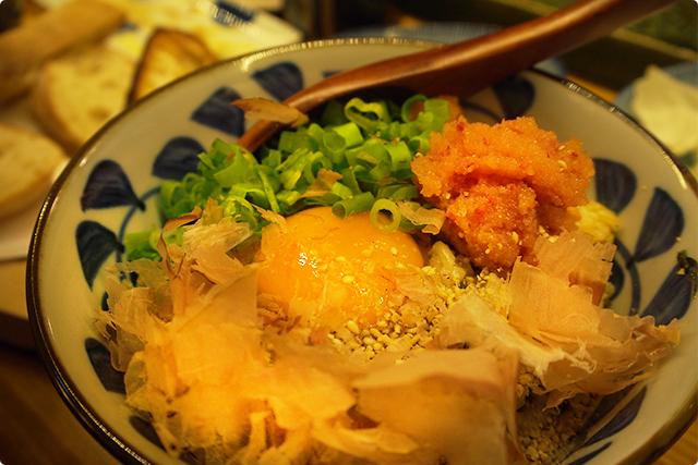 『高菜めんたいこご飯』全部のせ!明太子と高菜と玉子って…聞いただけで美味しいのは確定でしょ!お腹いっぱいだけど、全部はいっちゃったよ!