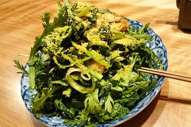 春菊と燻製鮭ハラスのサラダ 1,050円