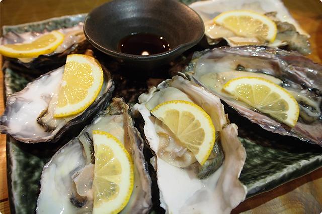 『生牡蠣 3種6個盛り』これひとりで食べるの?贅沢すぎじゃない?一つは頂戴ね?