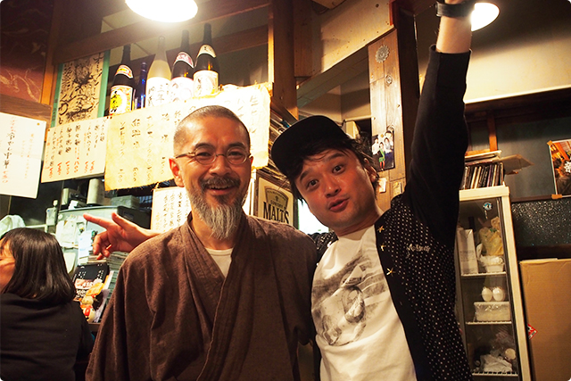 Mr. Kuwaji, the master of 'Kuwaji' everyone d love!!!!! Actually he is a super grate singer and a guitar and Biwa (traditional Japanese instrument) player too! Such an amazing guy!!!