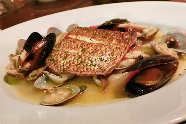 『本日の鮮魚のポワレ シーフードリビエラソース』