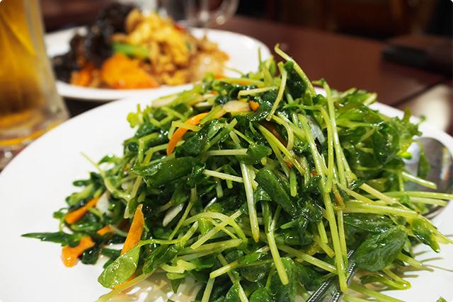 シャキシャキしてておいしいね!中華料理だと、この豆苗炒めと空芯菜炒めに票が割れるよね!