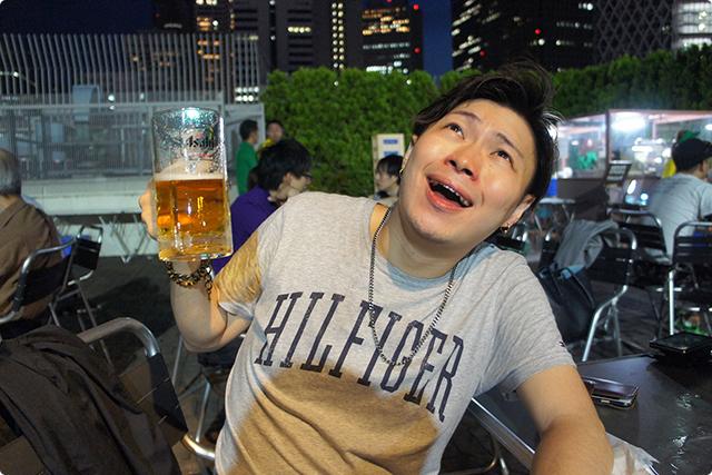 あぁ~、外で飲むビールはなんでこんなに美味いんだっ!!