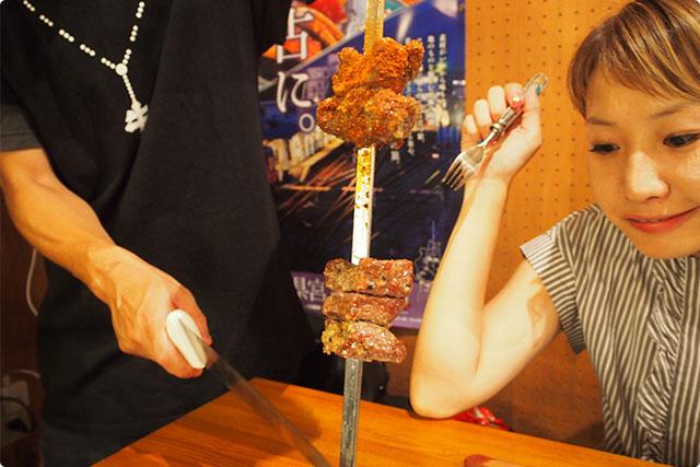 『ガーリックステーキ』!赤身肉にガーリックソース