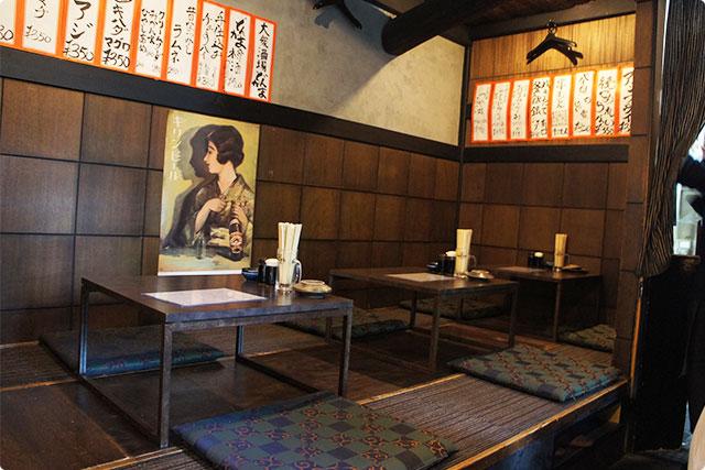 店内は昭和を感じさせる昔懐かしい雰囲気でした。座敷ですごく落ち着きます。