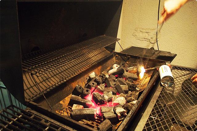 危なっかしいけど、炭の準備もできたかな?