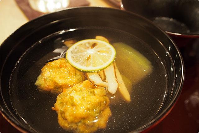 『松茸としんじょの潮汁』。さっぱりしていて美味しい!あったまります。やっぱり松茸の季節は最高です。