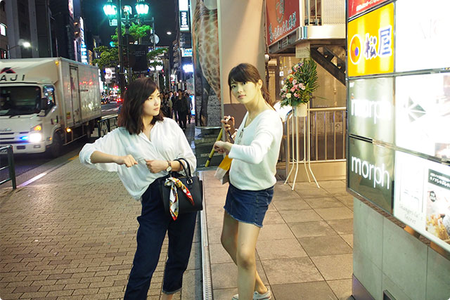 At the entrance! They are ready for Kinoko Shabushabu!