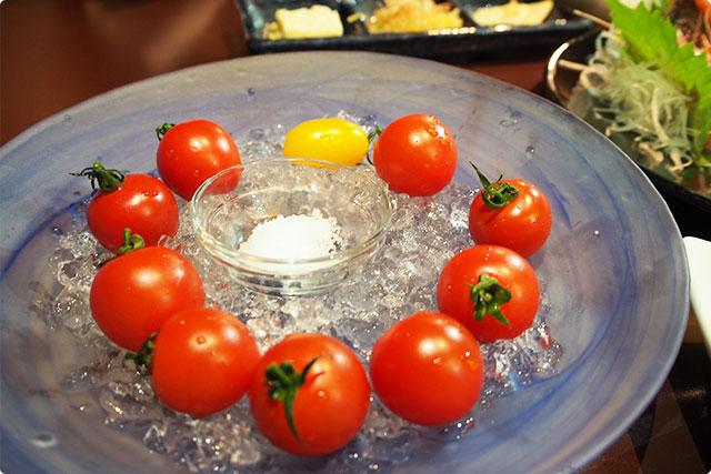 『トリアンジェ トマト』これは一回は食べておくべきトマト。一つ頬張ってみるとでてくるこの言葉「あ、うまっ」ぜひ!