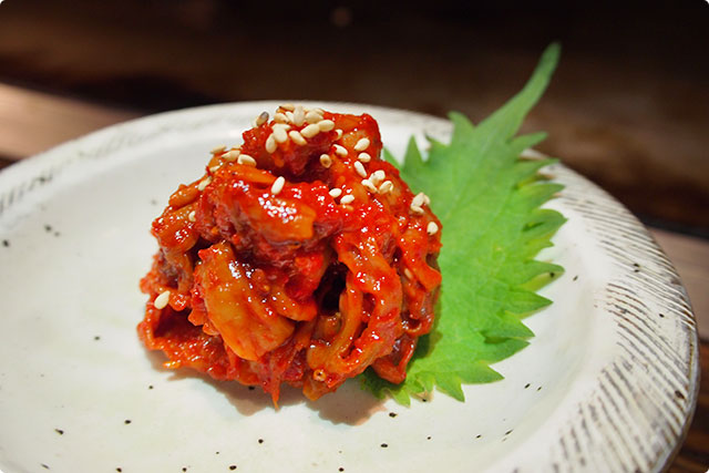 And this is 'Fish gut kimchi'! It is Mayuko's favorite!