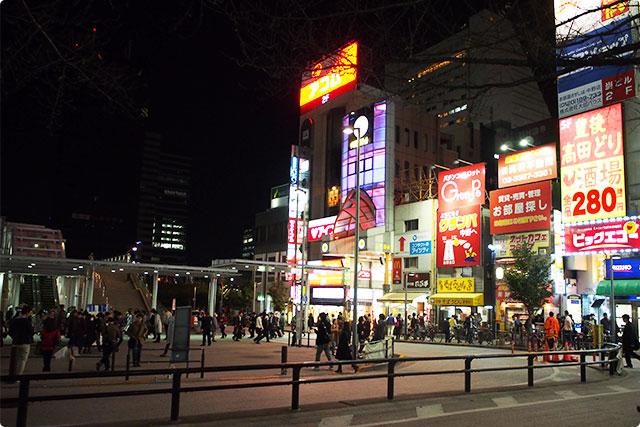 中野駅北口の喧騒