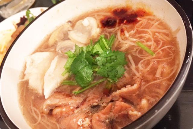 名物の『台湾佐記麺線(たいわんさきめんせん)』