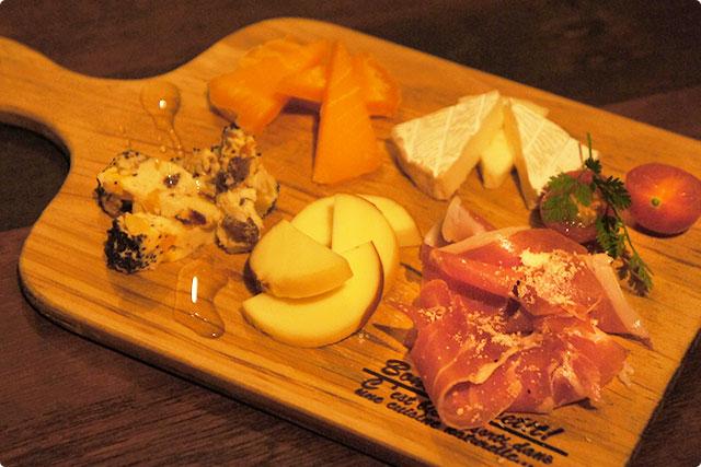 『チーズたちの宴 feat.生ハムパイセン』