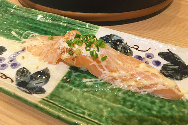 『炙りジャンボサーモン』 ¥298 Seared Jumbo Salmon