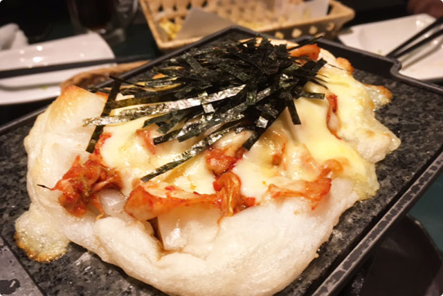 二つ目は『とろけるチーズの金さんちの焼き餅』