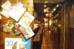 【MUTONCHAKU】Locals' secret cozy pub in Shinjuku! (Tokyo!!)